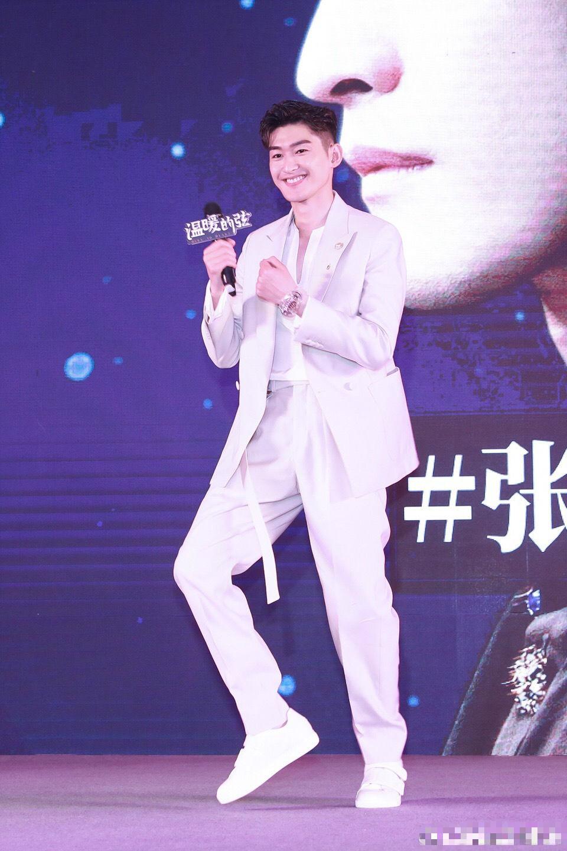 张翰跳老年迪斯科式蹦迪 魔性舞动引观众大笑