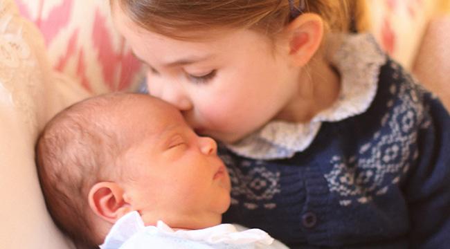 夏洛特公主庆祝3岁生日 亲吻弟弟额头超温馨