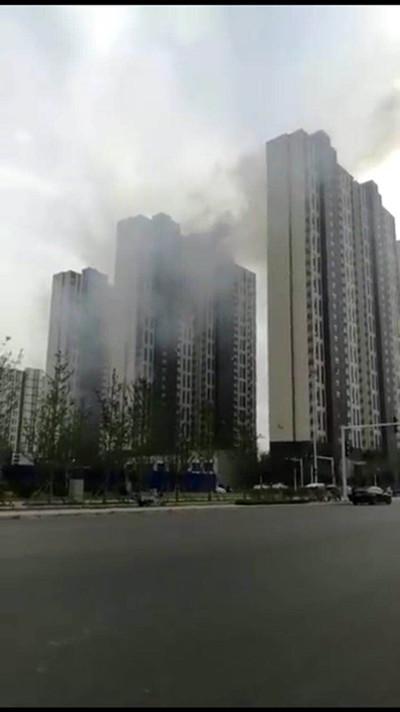 郑州万科魅力之城发生火灾 人员伤亡情况不明