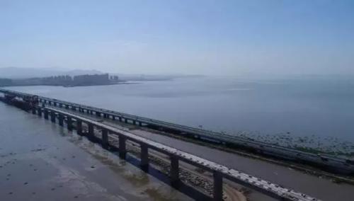 山东最长跨海铁路大桥合龙 青岛去这些地方更快了