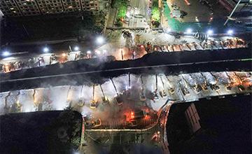100台挖掘机同拆立交桥现场