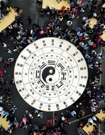 """""""万人豆腐宴""""民众分食7千斤""""八卦""""豆腐场面壮观"""