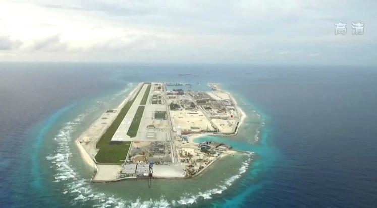 近日,据英国简氏防务周刊发表文章称,随着中国在南海永暑岛的开发逐步完工,亚太地区各国也把目前转移到了永暑岛上面。