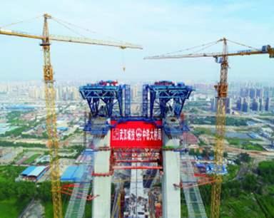 成功架设首根主缆索股 杨泗港大桥建设迈入新阶段