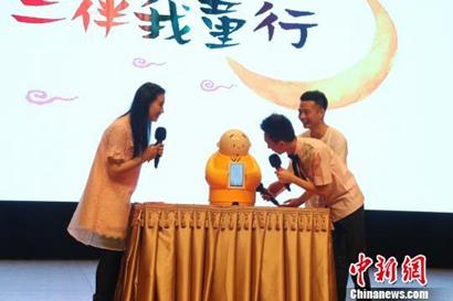 升级版贤二机器僧在北京龙泉寺动漫节发布