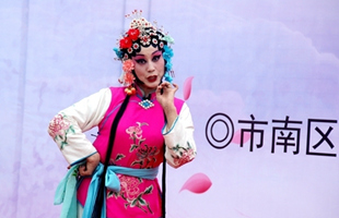 传承国粹之美 市南区开展京剧进校园活动