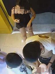 5名中学生深夜打砸成人用品店