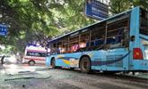 四川一辆公交车突然爆炸冒火光 玻璃震碎15人受伤