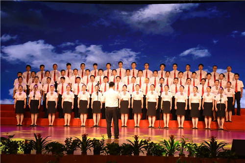 安徽庐江县举办纪念建党97周年暨改革开放40周年大合唱比赛