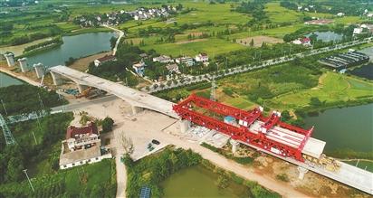 合安高铁跨319省道开始架梁 预计2020年建成通车