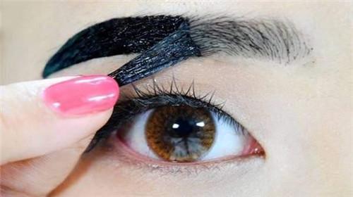 眉毛印章VS眉毛辅助贴哪个才是打造快速画眉的王道?
