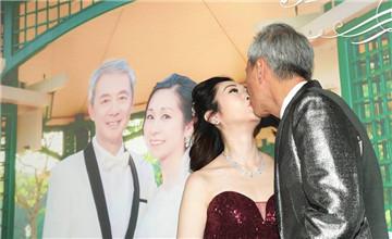 """62岁TVB男星再婚,现场与妻子热吻"""" title="""