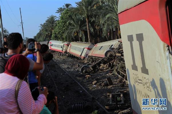 埃及发生火车脱轨事故 至少55人受伤现场惨烈