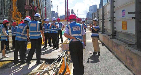 挖断7条电缆被供电局怒怼后 深圳地铁又挖爆供水管道