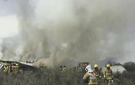 视频 墨西哥坠机变乱援助收尾 调查或持尽数月