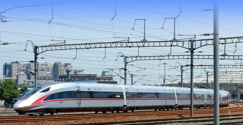 京津列车换复兴号 列车将提速至时速350公里