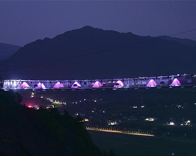 浪漫七夕  情侣石牛寨高空玻璃桥上体验粉色帐篷