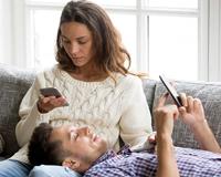 研究:下班后查看邮件损害自己和家人身心健康 width=