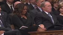 小布什给了米歇尔块糖 美网友:这让我对国家又重拾信心