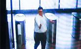 美国男子背一箱弹药抢银行打死3人 枪卡壳被击毙