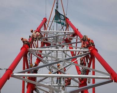 世界第一高输电铁塔来了 比埃菲尔铁塔还高56米!