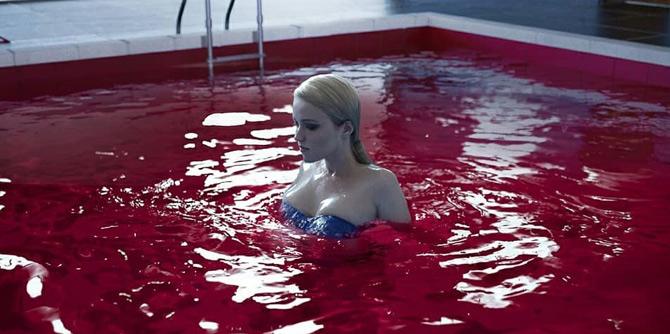 热辣俄妹COS《底特律:变人》泳装克洛伊