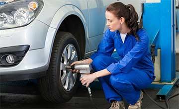 汽车胎压调到2.4或2.5是最安全?老司机:都不对!