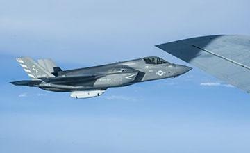 """美军F-35B现身吉布提 声称曾遭解放军激光致盲"""" width="""