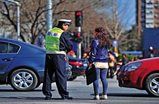 西安实施行人闯红灯 将处以20~50元罚款措施