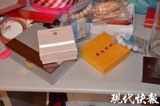 同居男友白吃白住 女子抱怨两句竟被其偷走2箱珠宝