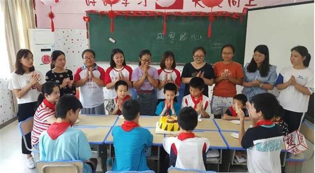 武汉:陪护空巢老人关怀智障儿童 武汉市持证社工达6128人