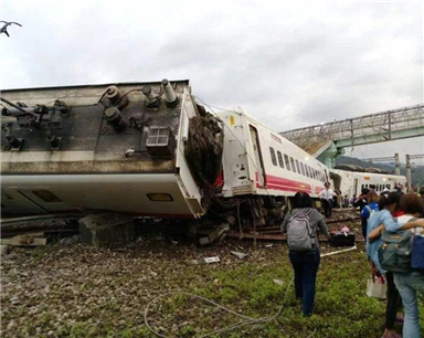 台铁事故已致18死171伤 列车自日本引进、转弯可不减速