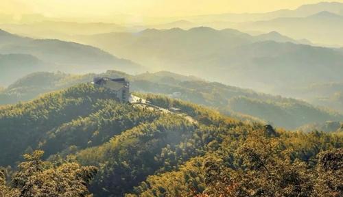 风景区是国家aaaa级景区,位于河南省固始县陈淋子镇境内,观赏面积120