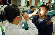 西安市300余名考生参加海军招飞初检预选