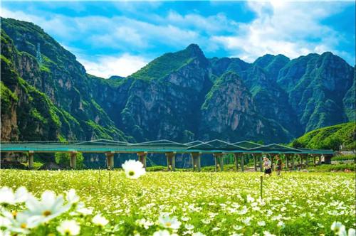 景区总面积700平方公里,分为百里峡景区,拒马河景区,鱼谷洞泉景区