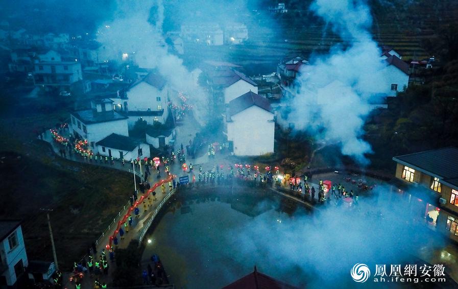 【网络中国节·春节】岳西:大山灯会贺新春