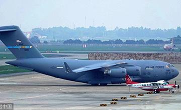 美总统专机抵达越南河内