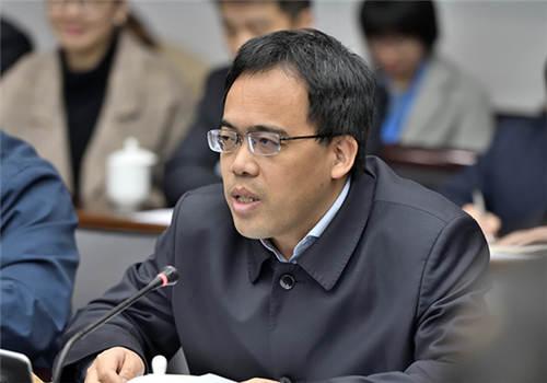 煤矿瓦斯与火灾防治科研团队负责人、安全学院周福宝教授发言