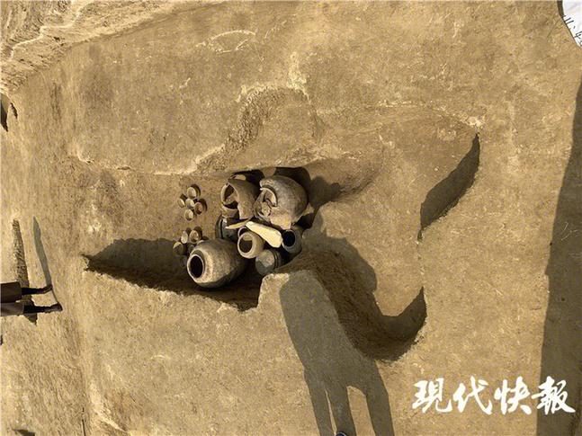 常州溧阳2500多年墓葬里挖出一罐