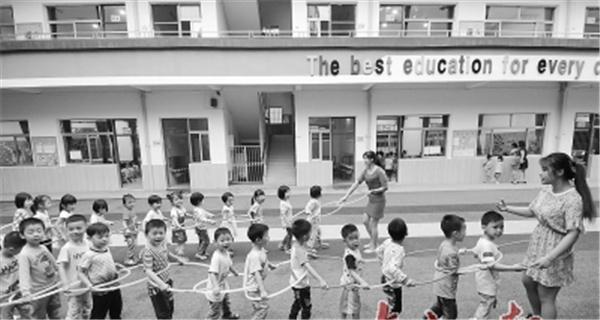 """佛山:25所幼儿园已完成新改扩建 力争""""幼有优育"""""""