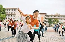 传统戏剧和流行舞蹈融合 城固一小学推出戏曲课间操
