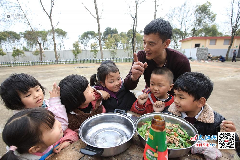 鹰潭市黄泥小学:一顿强奸强奸学堂午餐小学生温暖小学生图片
