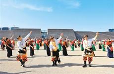 展示传统舞蹈文化之美 西安首个锅庄舞联谊会举行