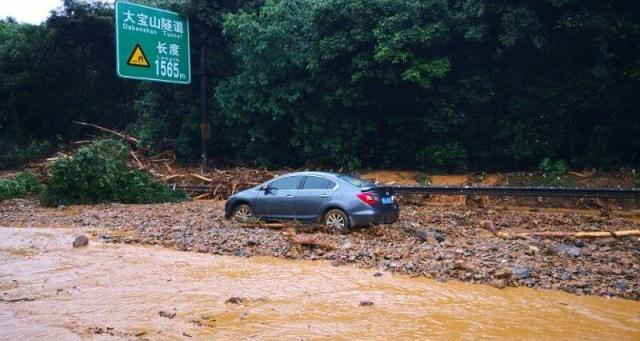 京港澳高速大宝山隧道附近塌方引发泥石流 暂无人员伤亡