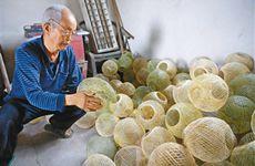 白鹿原上老夫妻 制作竹篾子灯笼 半个多世纪