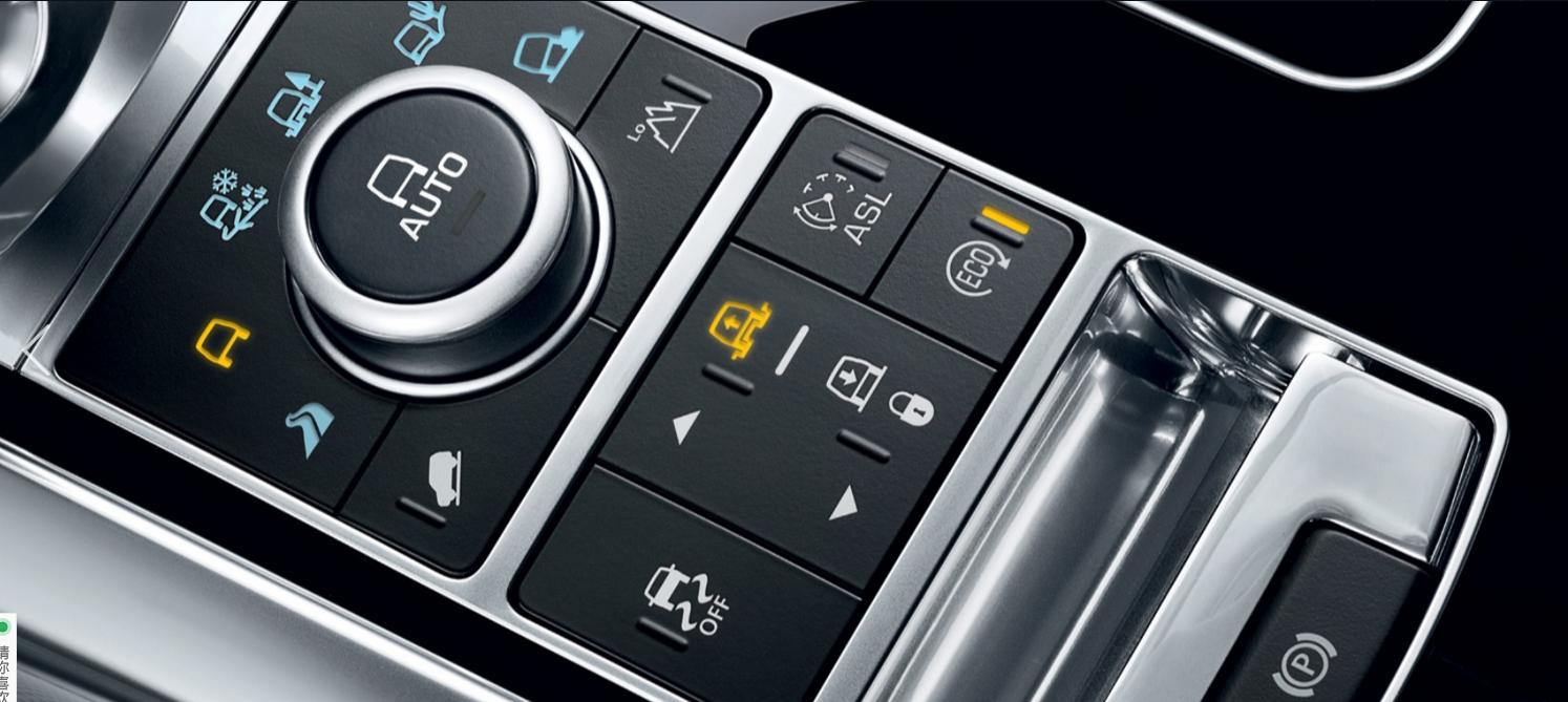 16款路虎揽胜运动柴油版方向盘进行了全新设计,加入了镀铬装饰.