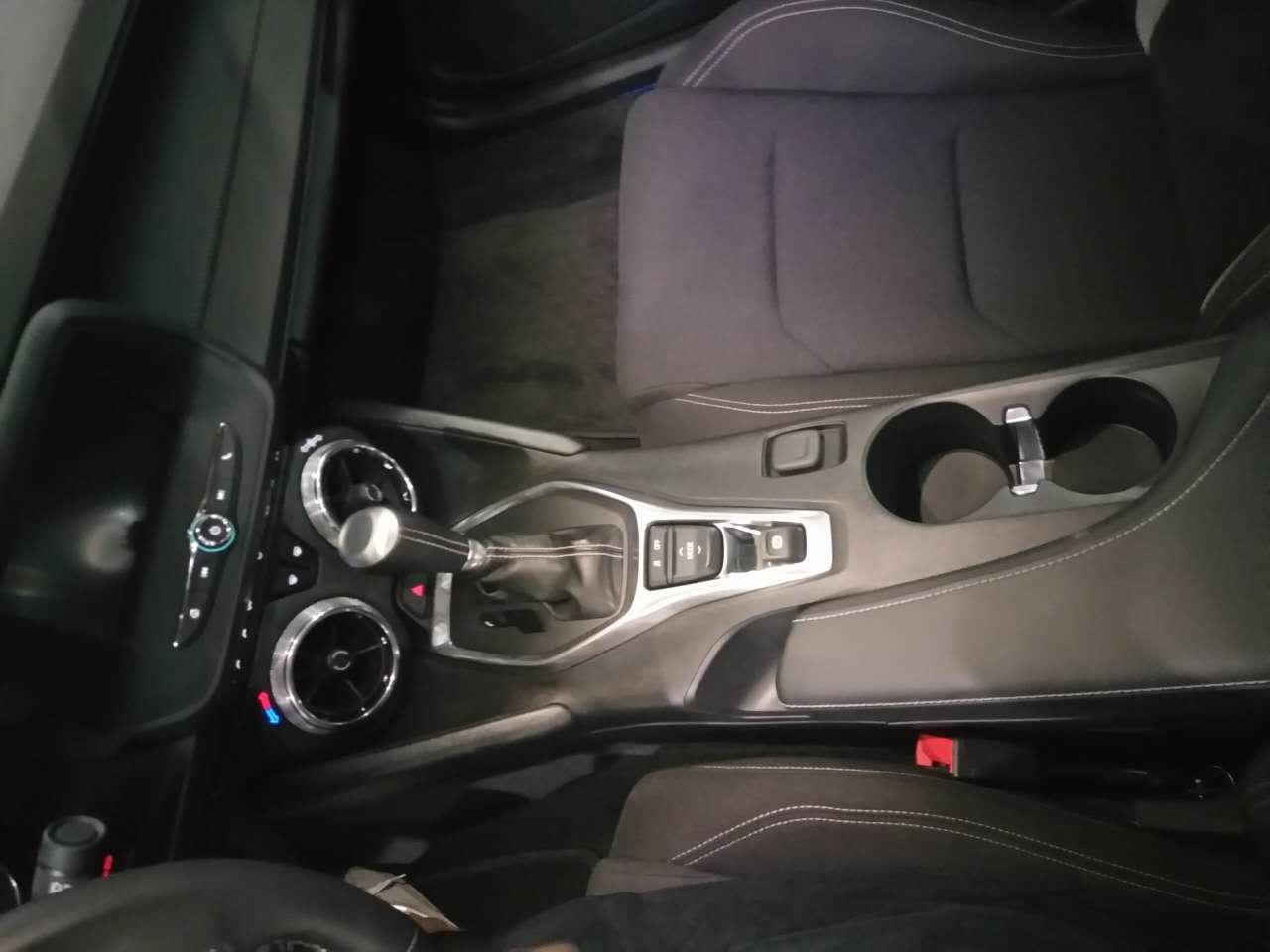 17款雪佛兰科迈罗车载智能互联系统,遥控车库门开关,电动车窗,后排