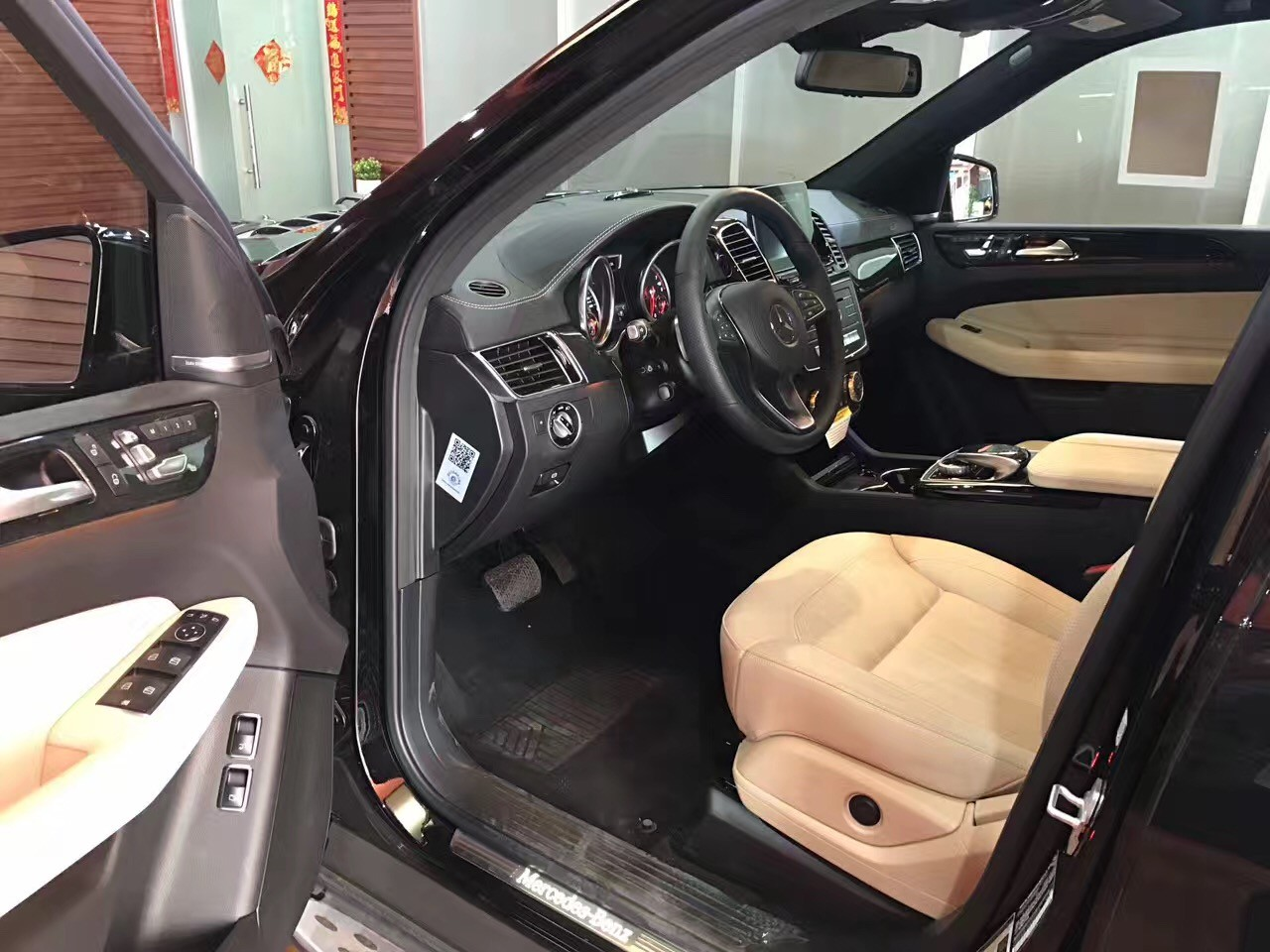 外观方面:2017款奔驰gls450车尾的主要变化就是尾灯,其内部结构进行