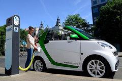 8.1万个充电桩仍不够用 新能源车充电难