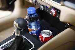 夏天长时间放在车里的瓶装水还能喝吗?